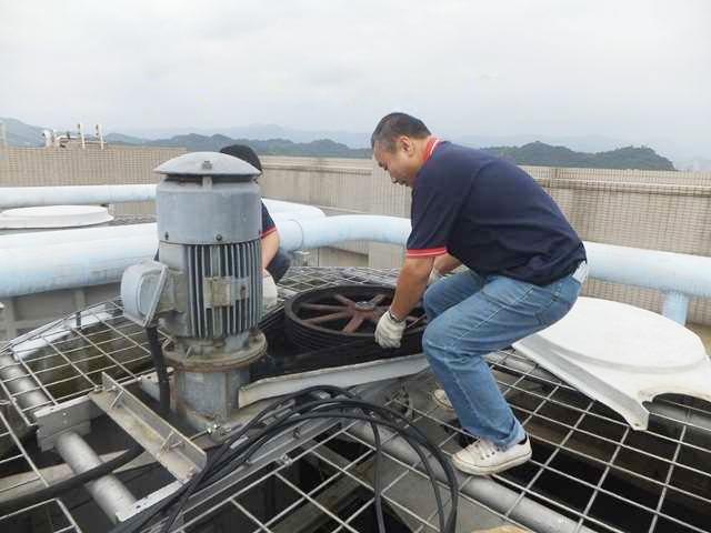 4 tổ hợp tháp giải nhiệt nước Tashin TSS 350RT 2cell