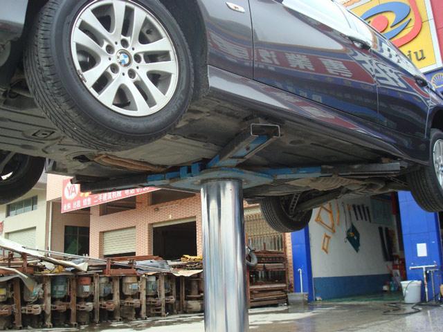 Cầu nâng ô tô 1 trụ chữ X