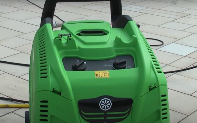 Máy phun rửa xe nước nóng IPC PW-H28/4 I1308A M (4 bánh, vỏ nhựa)