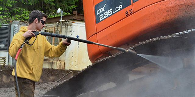 Máy phun rửa xe nước nóng IPC PW-H50 D1813P4 T (3 bánh)