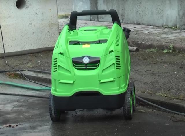 Máy rửa xe nước nóng IPC PW-H28/4 I1308A M (4 bánh, vỏ nhựa)