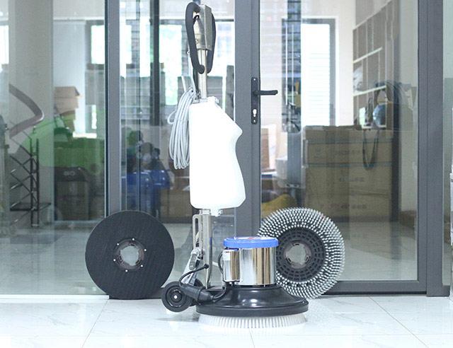 Thiết kế nhỏ gọn, hiện đại cùng nhiều phụ kiện giúp làm sạch sàn tối đa