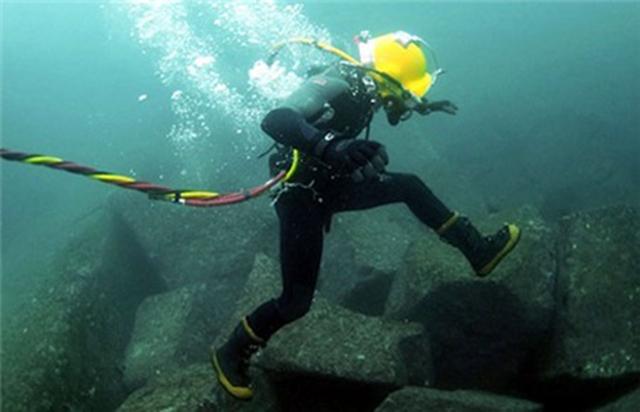 máy dò kim loại ở dưới nước
