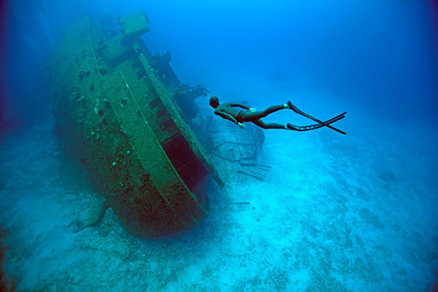 máy dò kim loại dưới biển