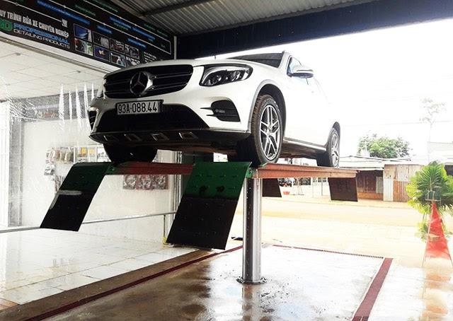 cầu nâng rửa xe 1 trụ giá bao nhiêu
