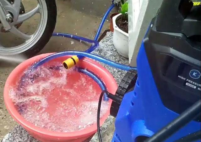 máy bơm rửa xe cao áp kachi