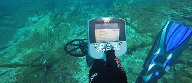 Máy dò kim loại dưới nước