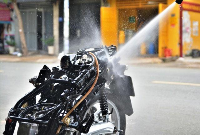 máy xịt rửa xe limotor