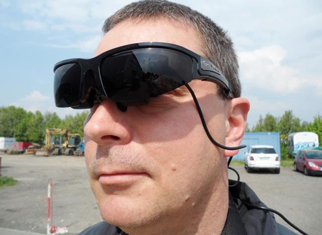 máy dò kim loại hình ảnh hiển thị trên kính mắt